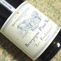 "BOUCHARD AINE&FILS Bourgogne Pinot Noir ""Les Vendangeurs"" 2001"